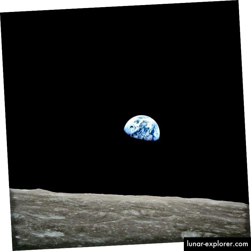 Az első nézet a Föld emberi szemével a hold végén emelkedőn. A Föld űrből való felfedezése az emberi szemmel továbbra is az egyik leg ikonikusabb eredmény fajunk története során (NASA / APOLLO 8)