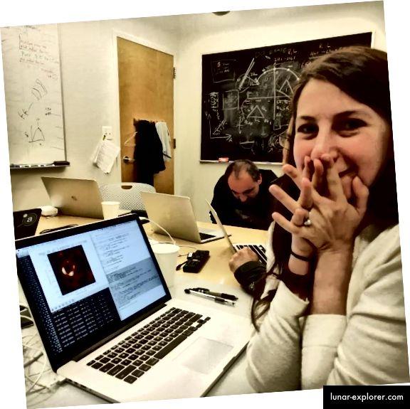 Momen ketika gambar lubang hitam pertama diproses, dari mata peneliti Katie Bouman, Twitter