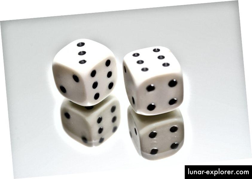 """Es stellt sich heraus, dass es sich bei den Fotos für """"Risiko"""" meistens nur um Würfel und Schach handelt. Quelle: Pexels"""