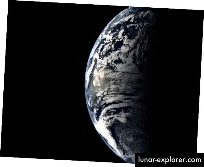 A higanyhoz kötött MESSENGER űrhajó több lenyűgöző képet készített a Földről, a bolygó gravitációs segédképe alatt, 2005. augusztus 2-án. A MESSENGER Mercury kettős képalkotó rendszerében (MDIS) széles látószögű kamerával készített több száz képet filmbe sorolva, amely dokumentálja a nézetet MESSENGER-től, amikor távozott a Földről. Igen, kör alakú, és igen, a tengelyén forog, és a Nap körül forog. (NASA / MESSENGER MISSZIA)