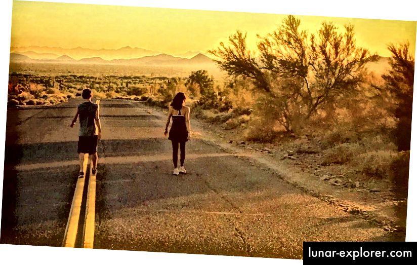 La route du bonheur est-elle pavée de… pavés? Un peu de marche semble certainement aider. Mais la bonne humeur pour commencer ne fait pas mal. Photo de Robert Roy Britt