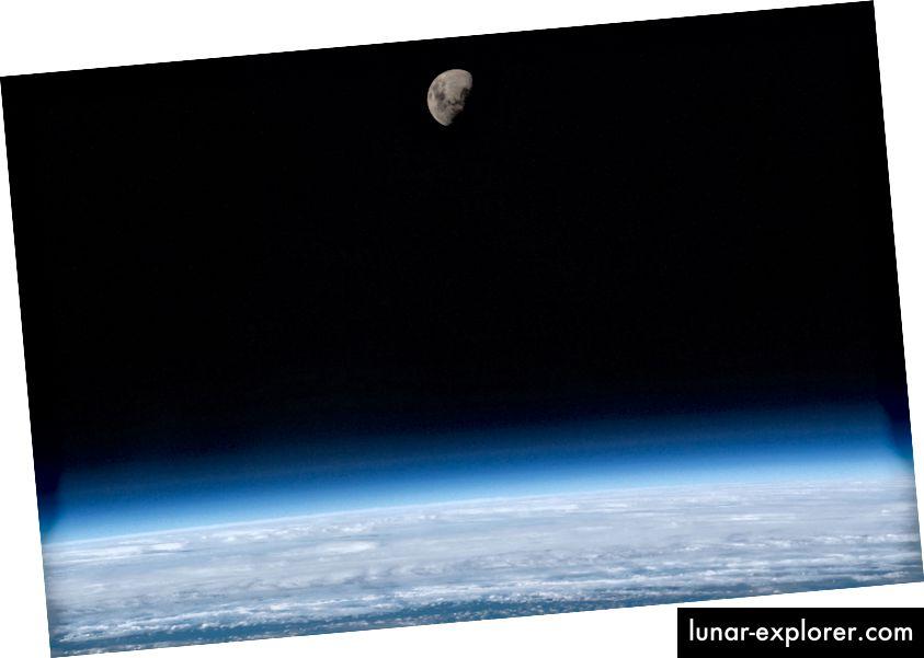 La Luna vista dai viaggiatori spaziali a bordo della Stazione Spaziale Internazionale. Credito d'immagine: NASA
