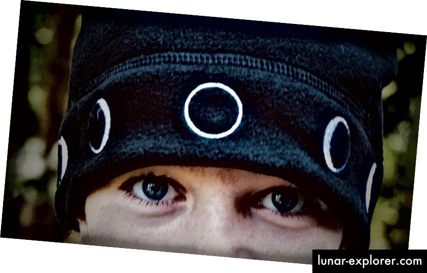Mjesečev šešir u akciji. Ovaj je šešir topao, moderan i udoban. Za amatera astronoma ili ljubitelja svemira to je informativan i sjajan način da i on postane ambasador za svemir. (DANIEL KUMIRANJE)