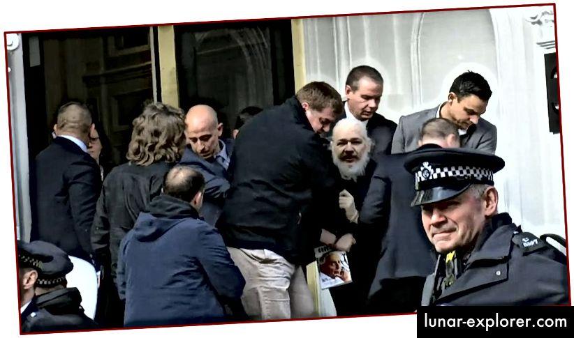 Après sept ans d'asile dans une petite pièce de l'ambassade de l'Équateur à Londres, Assange hagard et barbu est arrêté et emmené par les autorités britanniques - sans aucun doute humiliant pour Assange, qui était autrefois si lisse et si distinctif.