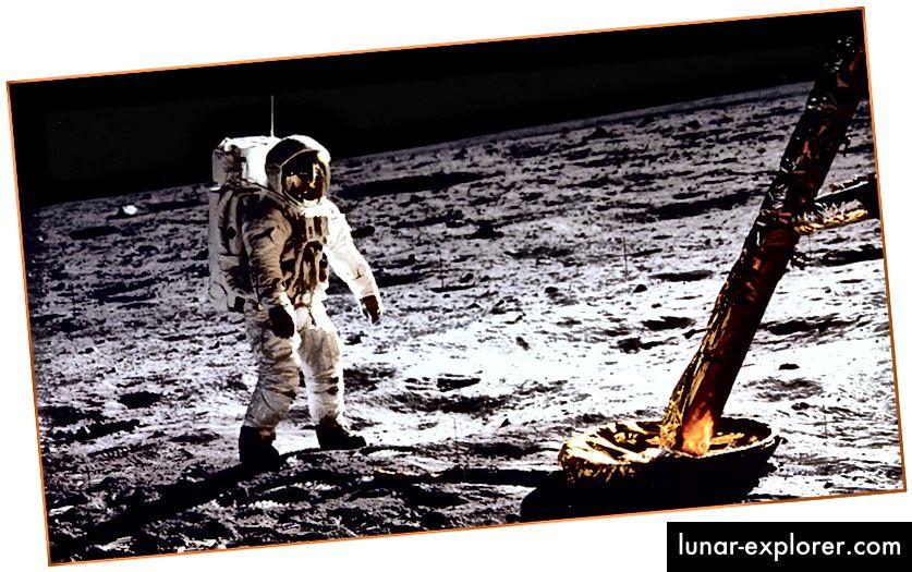 Най-отгоре: Изглед на Земята от Луната, снимка, направена от Аполон 11. Отдолу: Земният астронавт, който ходи по Луната през 1969 г. Не, лунните кацания не можеха да бъдат фалшифицирани и ето защо. За повече информация за сложното наследство на Аполон 11, щракнете тук.