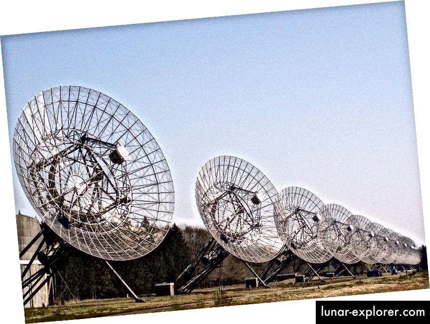 U početnim HI opažanjima I Zwicky 18 korišten je radio interferometar u Westerborku, u Nizozemskoj. Bonus slike: korisnik Wikipedije Onderwijsgek, pod Creative Commons Imenovanje-Dijeli pod istim brojem 2.5 Nizozemska licenca.