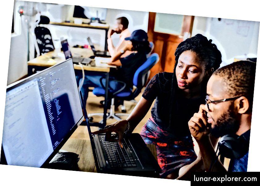 Fotografiju NESA od strane Makersa na Unsplash-u
