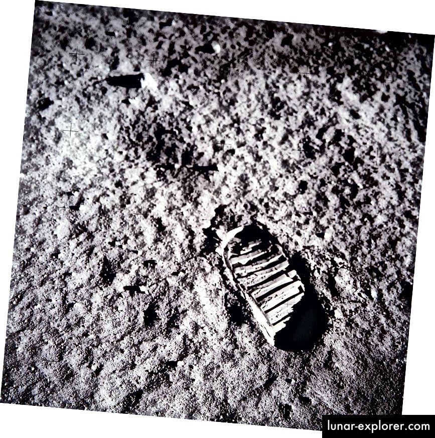 Bootprint pada permukaan bulan. Atas perkenan NASA.