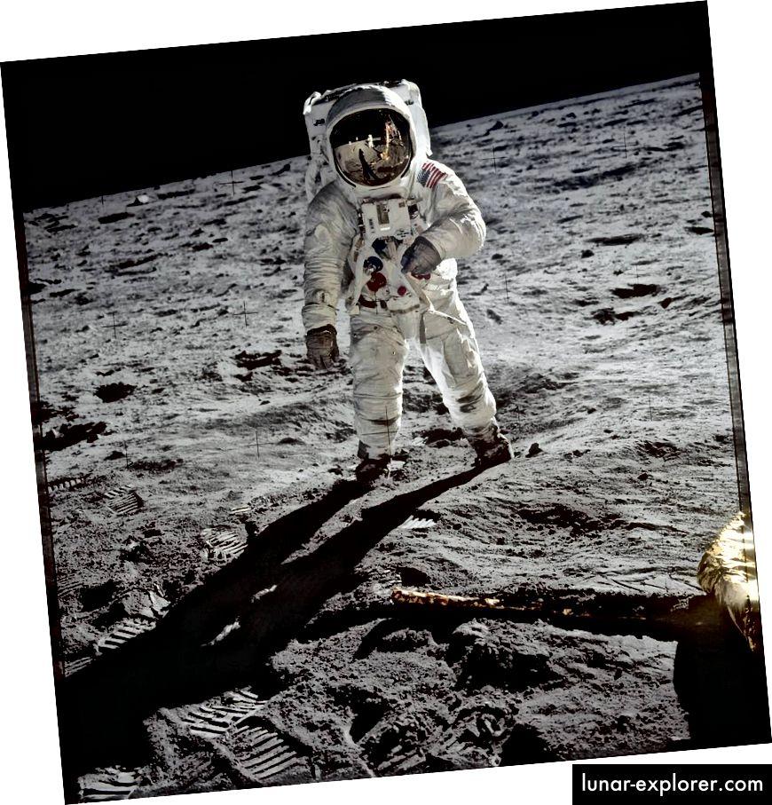 Buzz Aldrin di Bulan. Gambar milik NASA.
