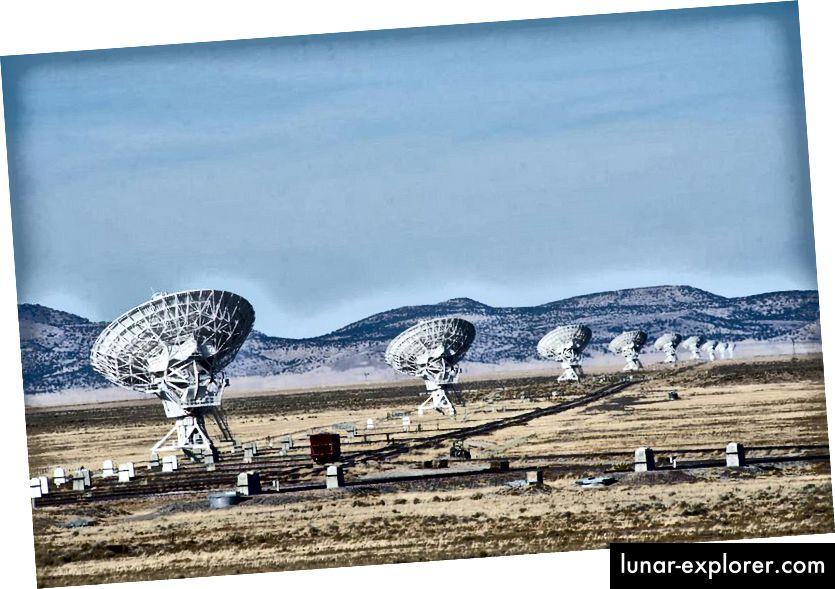 جزء صغير من Karl Jansky Very Large Array ، أحد أكبر وأقوى صفيف التلسكوبات الراديوية في العالم. ما لم تتم مزامنة الأطباق الفردية بشكل صحيح معًا ، فلن تحقق أي دقة أعلى من طبق واحد. (جون فاولر)