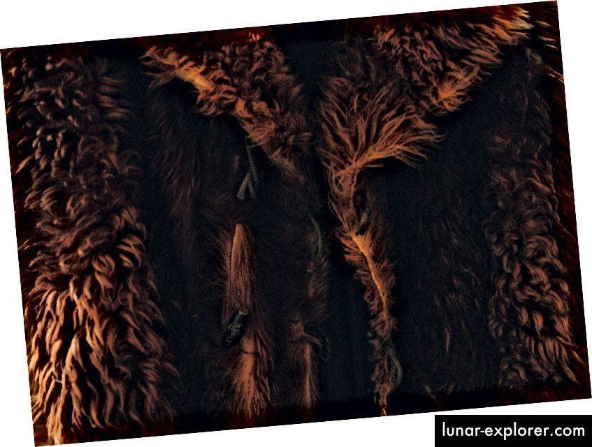 """""""Кафяво кожено палто"""" от Клем Оноджехуо на Unsplash"""