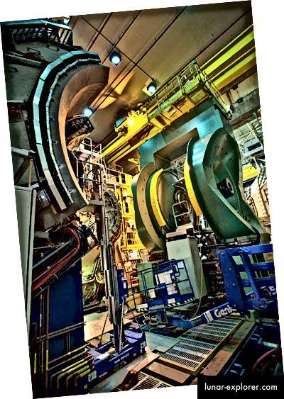 Детекторът PHENIX в релативисткия тежък йонен колайдер (Национална лаборатория в Брукхейн)