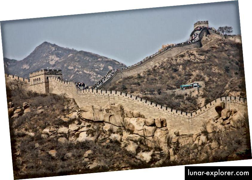 Hiina suur müür ehitati sadade aastate jooksul ja selle pikkus on umbes 1900 kilomeetrit. See on tsivilisatsiooni ajaloos üks suurimaid inimeste ehitatud struktuure, samuti üks ikoonilisemaid. (GETTY)