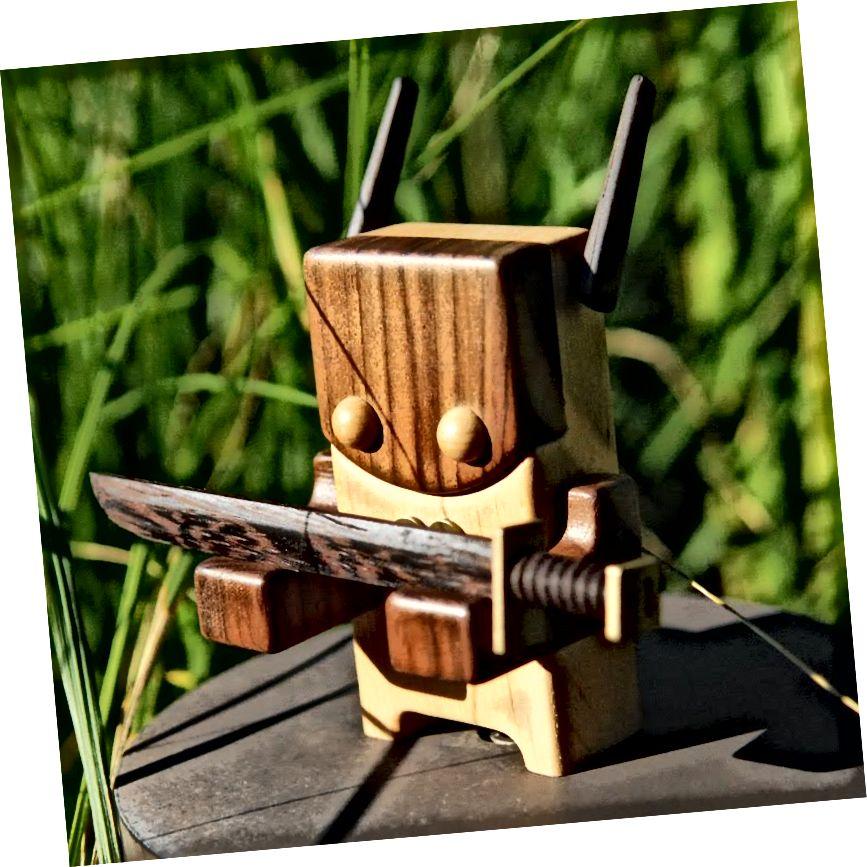 Raku - 5-palcová dřevěná hračka od Pepe Hiller