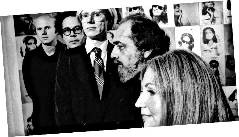 Էնդի Ուորհոլը լուսանկարվել է արվեստի կոլեկցիոներներ Էթելի և Ռոբերտ Սքուլի, քանդակագործ Georgeորջ Սեգալի և նկարիչ Jamesեյմս Ռոզենկուի հետ, «Քրքի» նստավայրում 1973-ին: (Լուսանկարը ՝ Jack Mitchell / Getty Images)