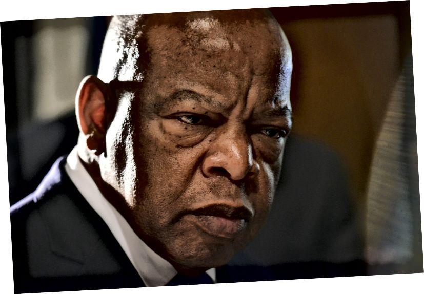 Քաղաքացիական իրավունքի պատկերակը և Վրաստանի կոնգրեսական Johnոն Լյուիսը (Դ-ԳԱ) (ahահի Չիկվենդուու / The Washington Post)