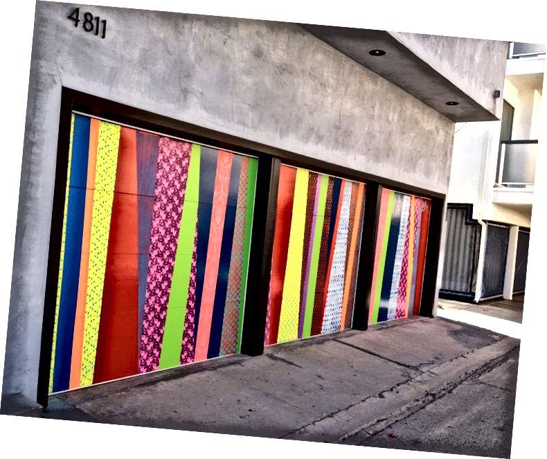 Eine von Hellbents vielen Wandgemälden, die die Zukunftsfarbe verwenden, wie sie von Popkünstlern gesehen und populär gemacht wird.