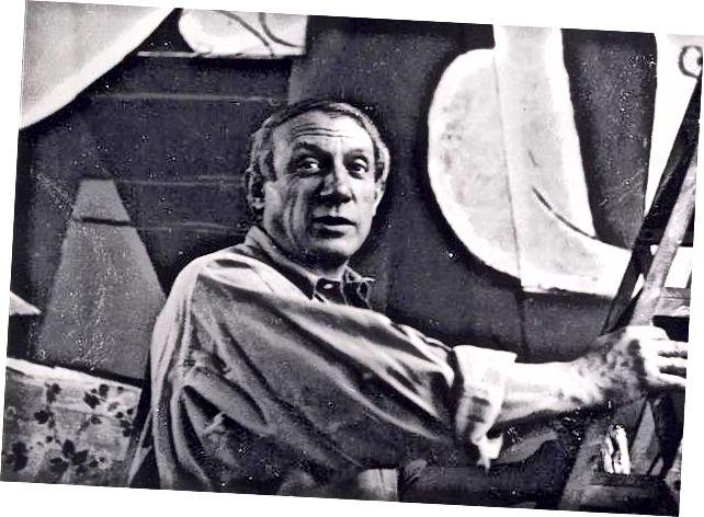 Пикасо работи върху Герника през 1937 г. (източник: Уикипедия)
