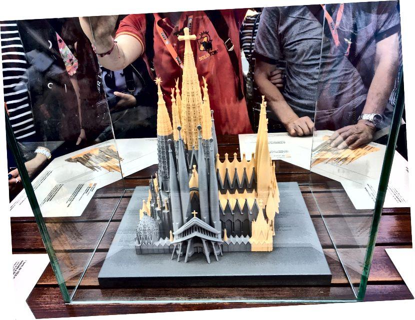 Жълтите части на модела отразяват това, което тепърва ще се изгражда. През 2015 г. беше изчислено, че 70% от базиликата е пълна.