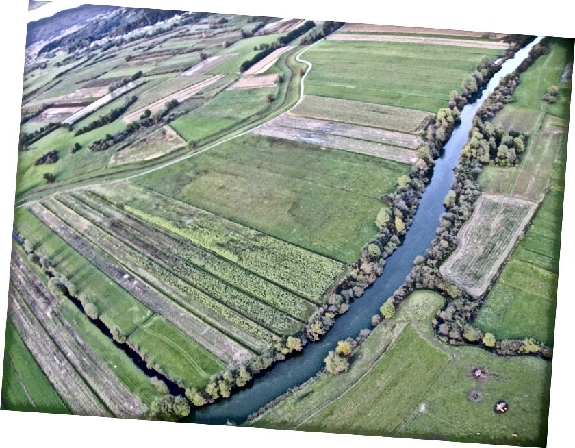Rekayasa Romawi: sungai Ljubljanica dipindahkan dalam lingkungannya oleh bangsa Romawi pada abad pertama Masehi, untuk memudahkan pengangkutan balok-balok marmer dari tambang terdekat. Baca lebih lanjut tentang prestasi teknik luar biasa ini.