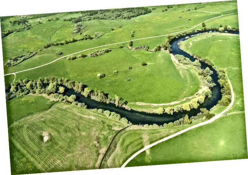 Berliku-liku sungai Unica, Planinsko polje, Slovenia. Foto udara layang-layang, Nikon 1 J1 pada layang-layang 'militer Prancis'.