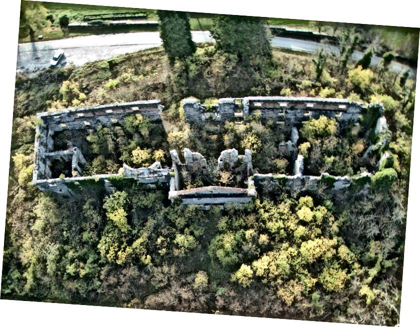 Reruntuhan kastil Haasberg, Planina, Slovenia. Foto udara layang-layang, Canon A810 pada layang-layang kereta luncur Kerajaan 69. Lihat lebih lanjut tentang kehancuran yang mengesankan ini di sini.