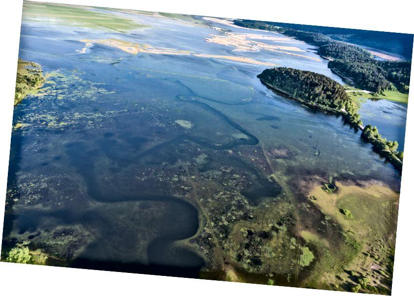 Air yang mundur dari Danau Cerknica, Slovenia.