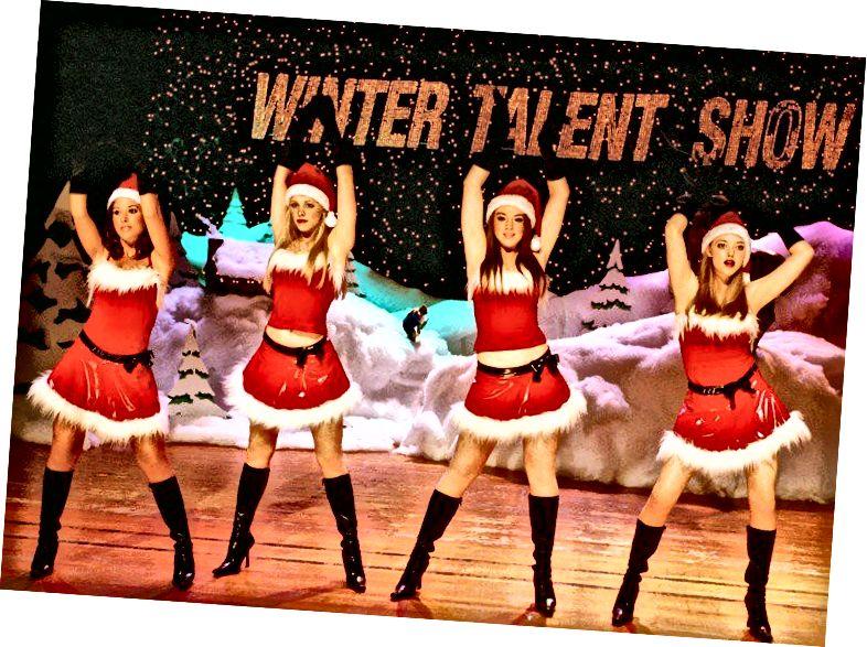 Jingle Bell Rock- ի տեսարան ՝ միջին աղջիկներից (2004)