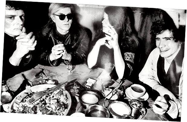 Zleva Paul Morrissey, Andy Warhol, Janis Joplin a Tim Buckley, v Maxově Kansas City, 01968. Zdroj: NY Times