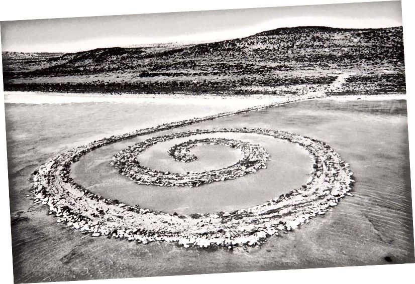 """Spiral Jetty"" Roberta Smithsona (01970). Zdroj: Muzeum výtvarného umění v Utahu"