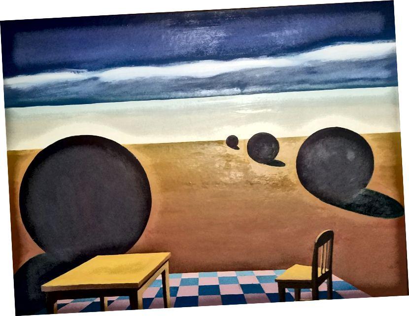 """L k R: Giorgio De Chirico, """"Enigma dne"""", 1914, olej na plátně, 6 '1 """"x 55."""" Stephen Brophy, """"Table and Chair"""", 1984, olej na plátně, 18"""