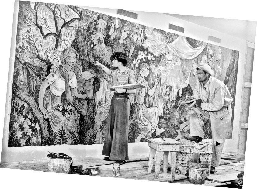 Tove Jansson və Niilo Suihko, Helsinki City Hall, Restoran Kaupunginkellari'ndeki 'Kənddəki Partiya' freskasını boyadılar. © Helsinki Şəhər Muzeyi / Foto Roos