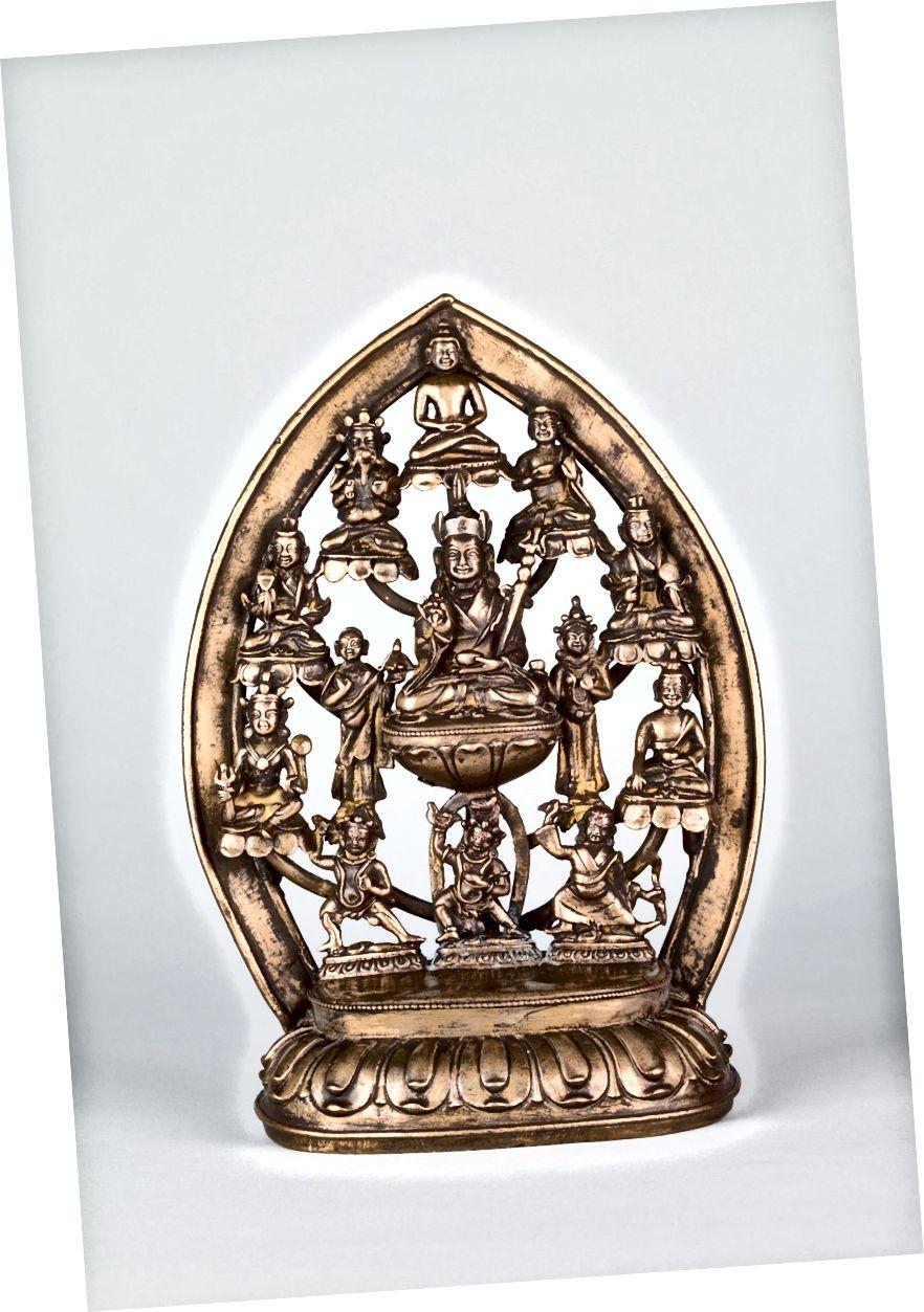 পদ্মসম্ভা ও তাঁর আটটি প্রকাশ ifest তিব্বত; 16 শতক। | তামার খাদ. সৌজন্যে রুবিন মিউজিয়াম অফ আর্ট