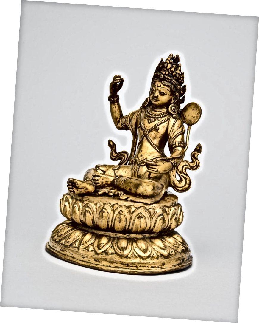 নেইমা ওজার চরিত্রে পদ্মসংশাভ। তিব্বত; 18 তম শতাব্দী. গিল্ট তামার খাদ। | সৌজন্যে রুবিন মিউজিয়াম অফ আর্ট
