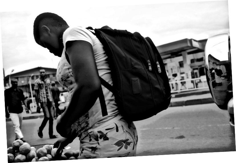 Böyük bir qız və portağal: 2017: Monoxrom Lagos