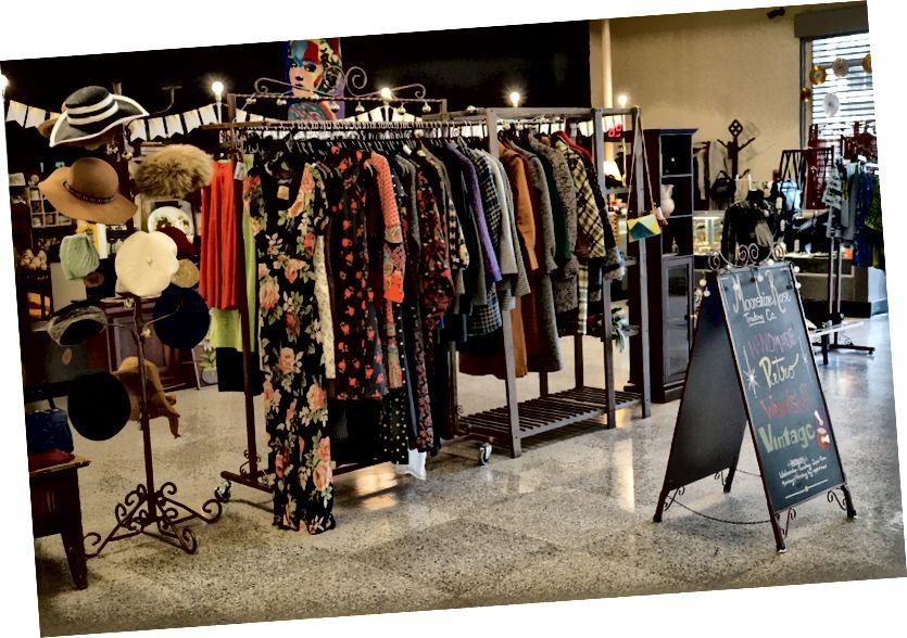 Магазин винтажной одежды в пространстве искусств.