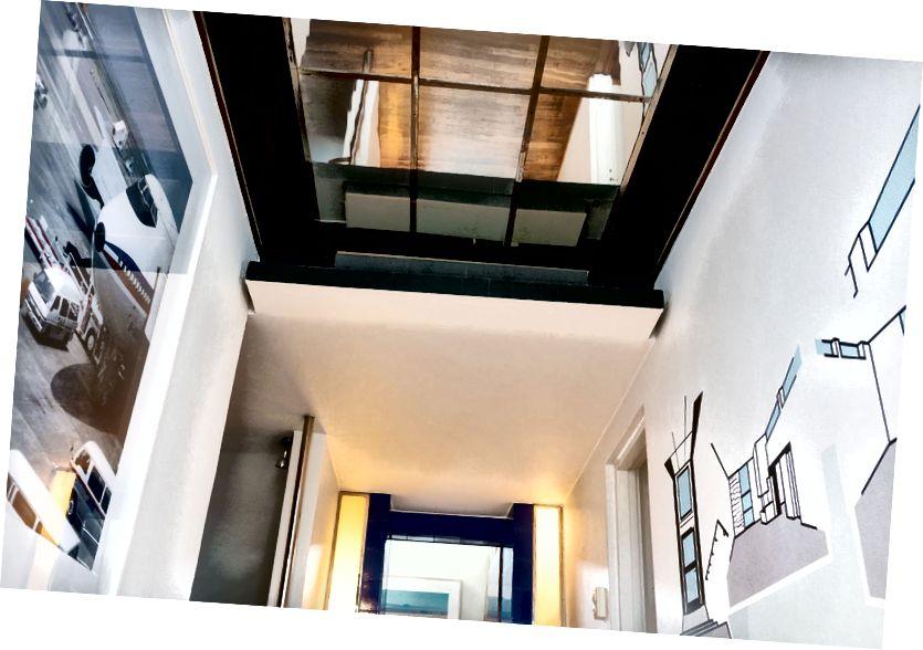 Vstupní prostor lemují umělecká díla Fischli / Weiss a Jana Christensena. Fotografie: Thomas Ekström