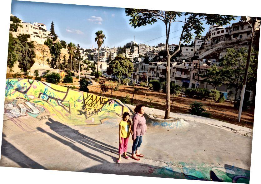 Matka a jej dcéra zdvihol skateboardy 7Hills Skatepark, L'weibdeh