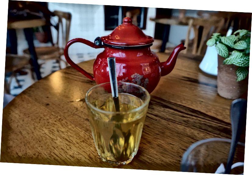 Nájdenie kvetín a pitie čaju Cafe Rumi, Jabal L'weibdeh