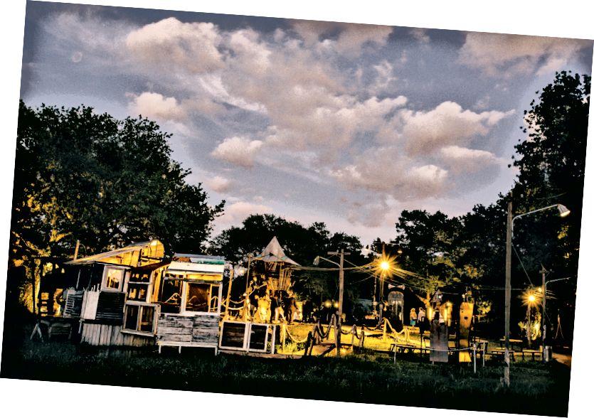 Въртящото се село Music Box в градския парк на Ню Орлиънс. Снимка: Уилям Уидмър