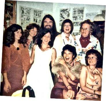 The Wimmen's Comix- ի հավաքականը 1975 թ. (Լամբիեկի կոմիկլոպեդիայի լուսանկարը