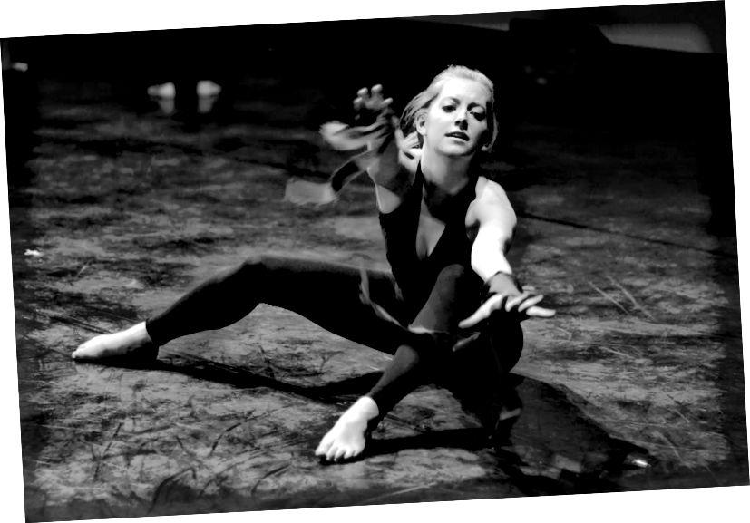 Já na DANCE Show na London School of Economics (2013).