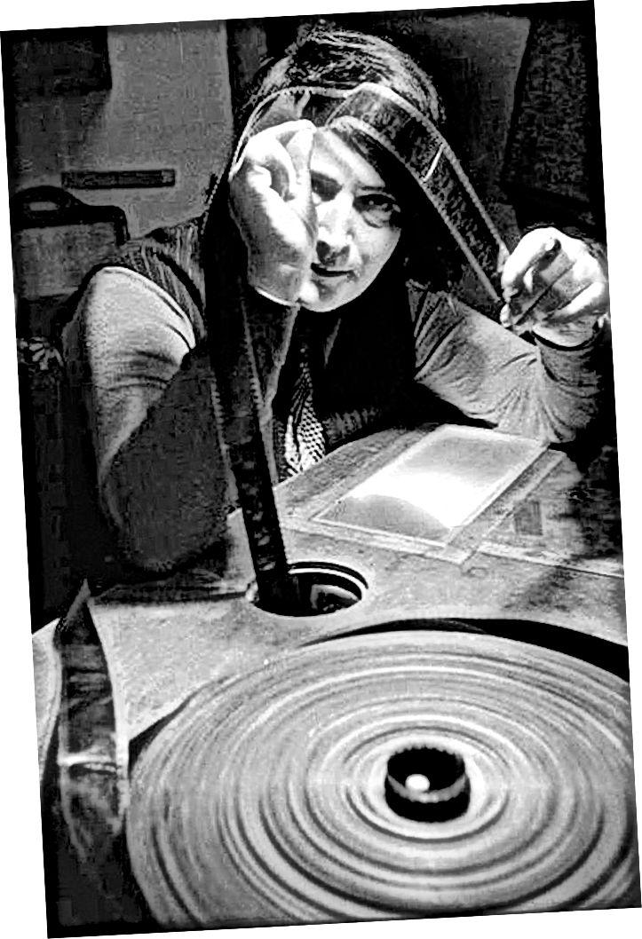 """""""Есфир Шуб при плоска плоскост с целулоидна лента"""" чрез статията на Бетси Маклайн на Cinemontage.org"""
