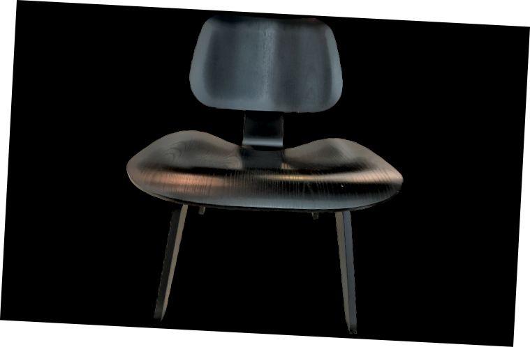 Charles i Ray Eames, cadira de forjat de compensat modelada LCW, disponible a Viyet.com