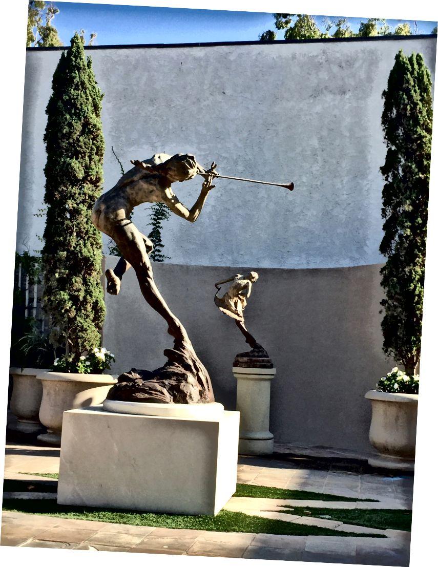 Скулптури от Ричард Макдоналд, Лагуна Бийч, Калифорния - снимка от Линдзи Линегар