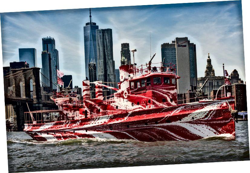 The fireboat John J. Harvey- ը Ստորին Մանհեթենում: Պատկերը ՝ Նիկոլաս Նայթի կողմից, քաղաքավարություն հասարակական արվեստի ֆոնդով