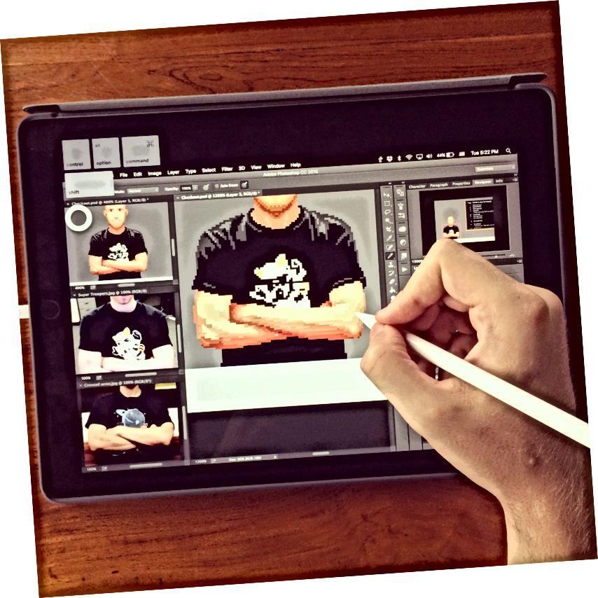 Já, pixelarting ve Photoshopu na mém iPadu Pro.