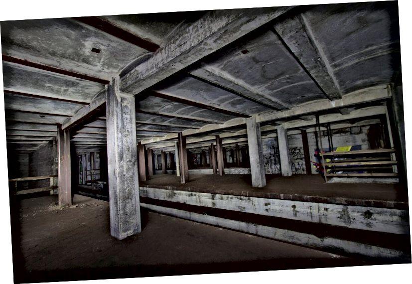 Տեսարան դեպի լքված մետրոյի պլատֆորմը, որը հանդիսանում էր Underbelly Project- ի կայքը: