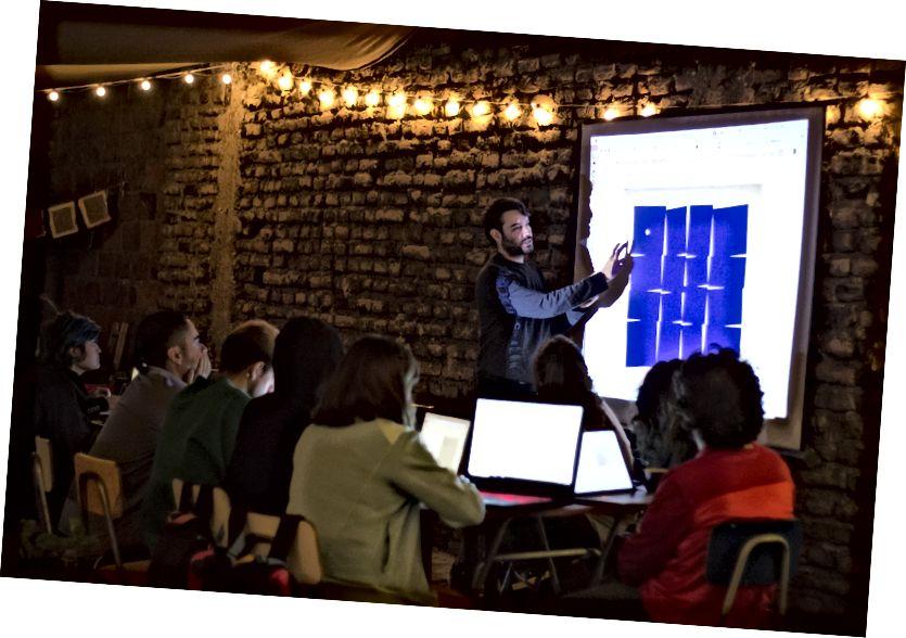 Գիլերմո դասավանդում է p5.js- ով ՝ CODED- ի միջոցով, Սանտյագո դե Չիլի, 2018 թվականի մարտ [[նկար նկարագրությունը. P5.js սովորող ուսանողներ Սանտյագո դե Չիլիում]