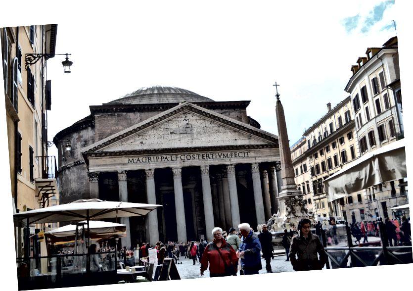 Пантеонът, най-старата църква в Рим и най-големият бетон от стоманобетон в света, все още стои след 2.200 години.